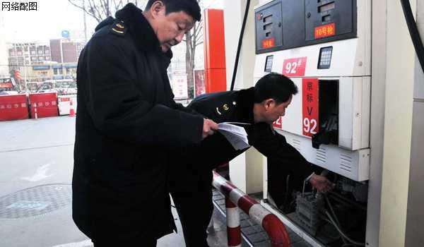 司机们注意,遂宁一加油站涉嫌计量作弊被查