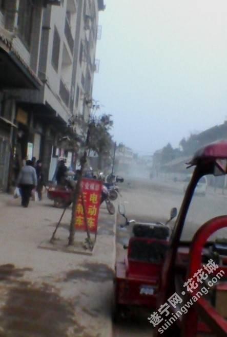 遂宁安居区玉丰镇,黄娥古镇,看到这个古镇像个鬼镇,一个个街道灰尘