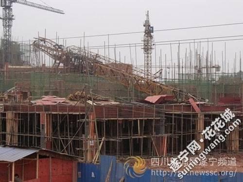 遂宁物流港一在建工地塔吊倒塌,导致一死一伤