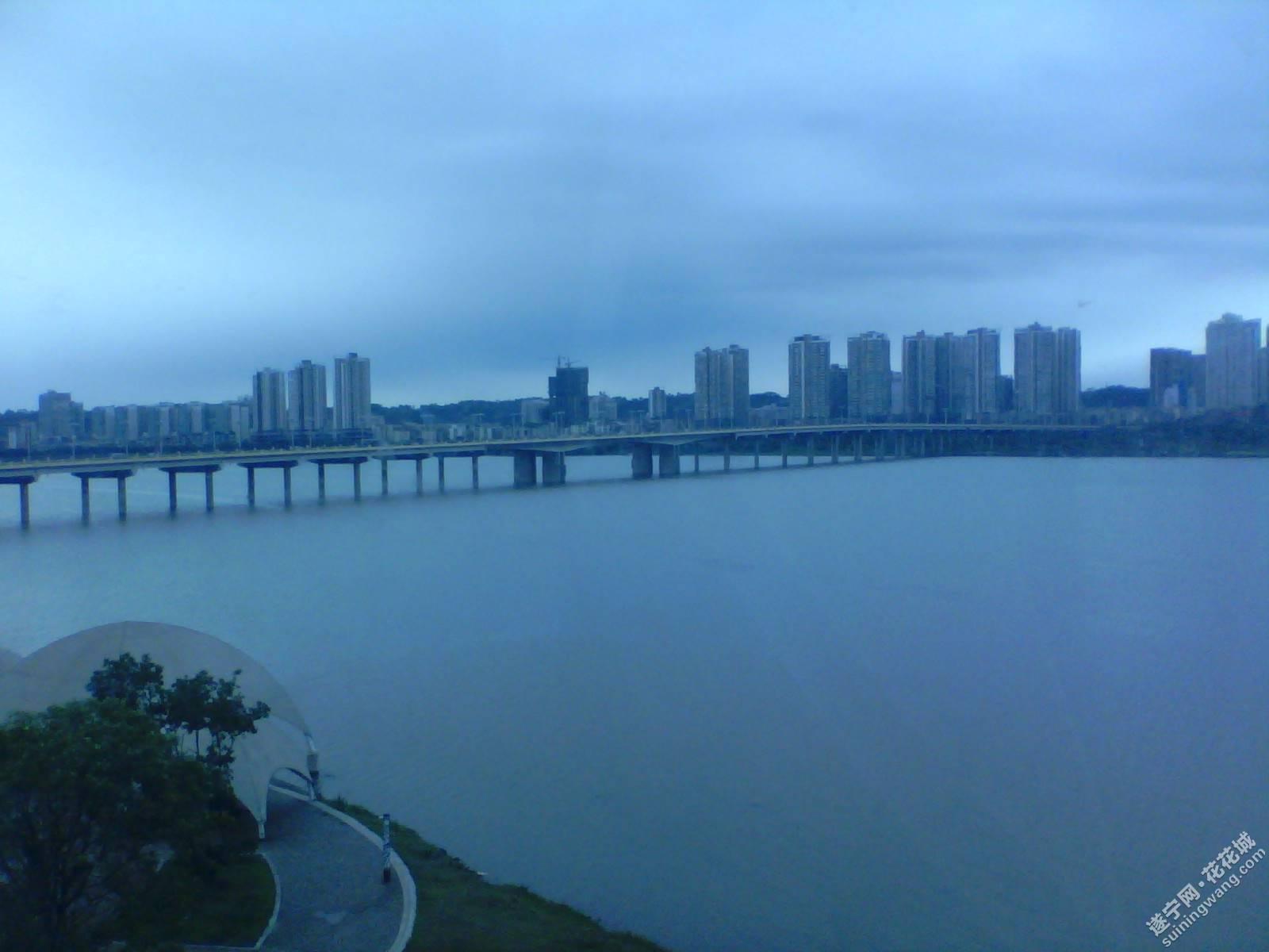 遂宁涪江风景图