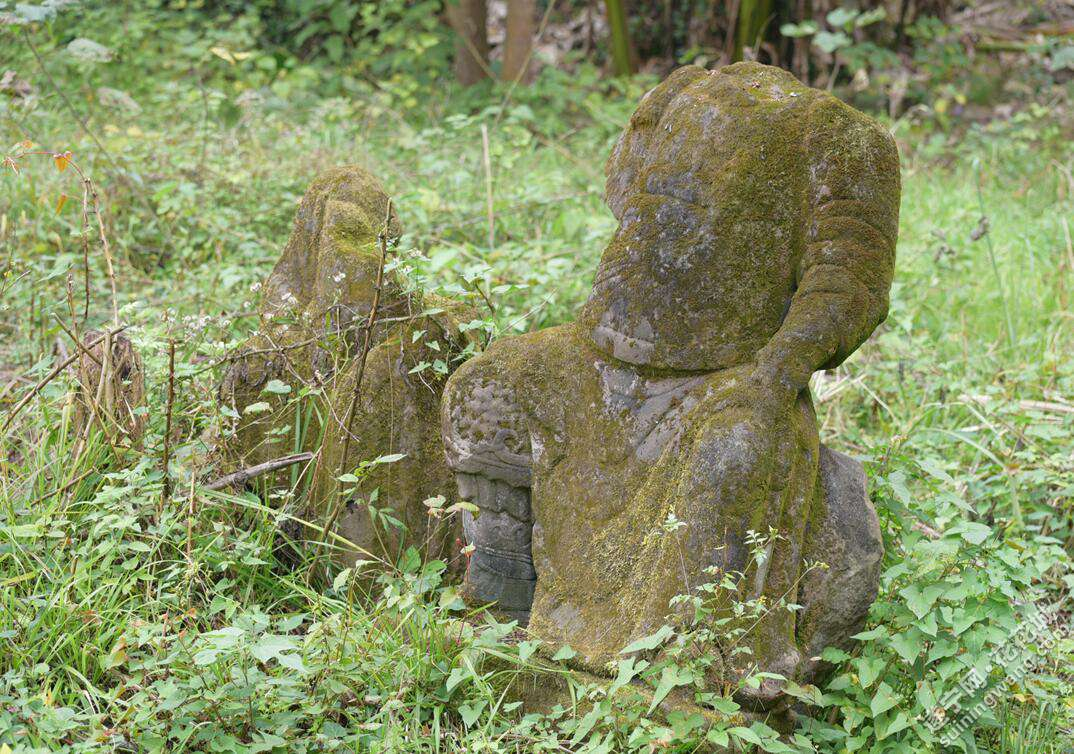 毁坏的石像.jpg