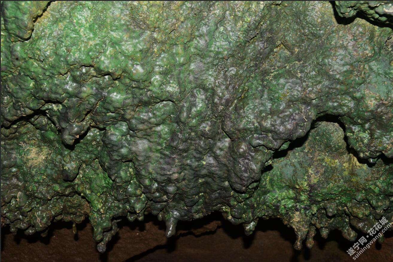 岩腔里还形成了石钟乳3.jpg