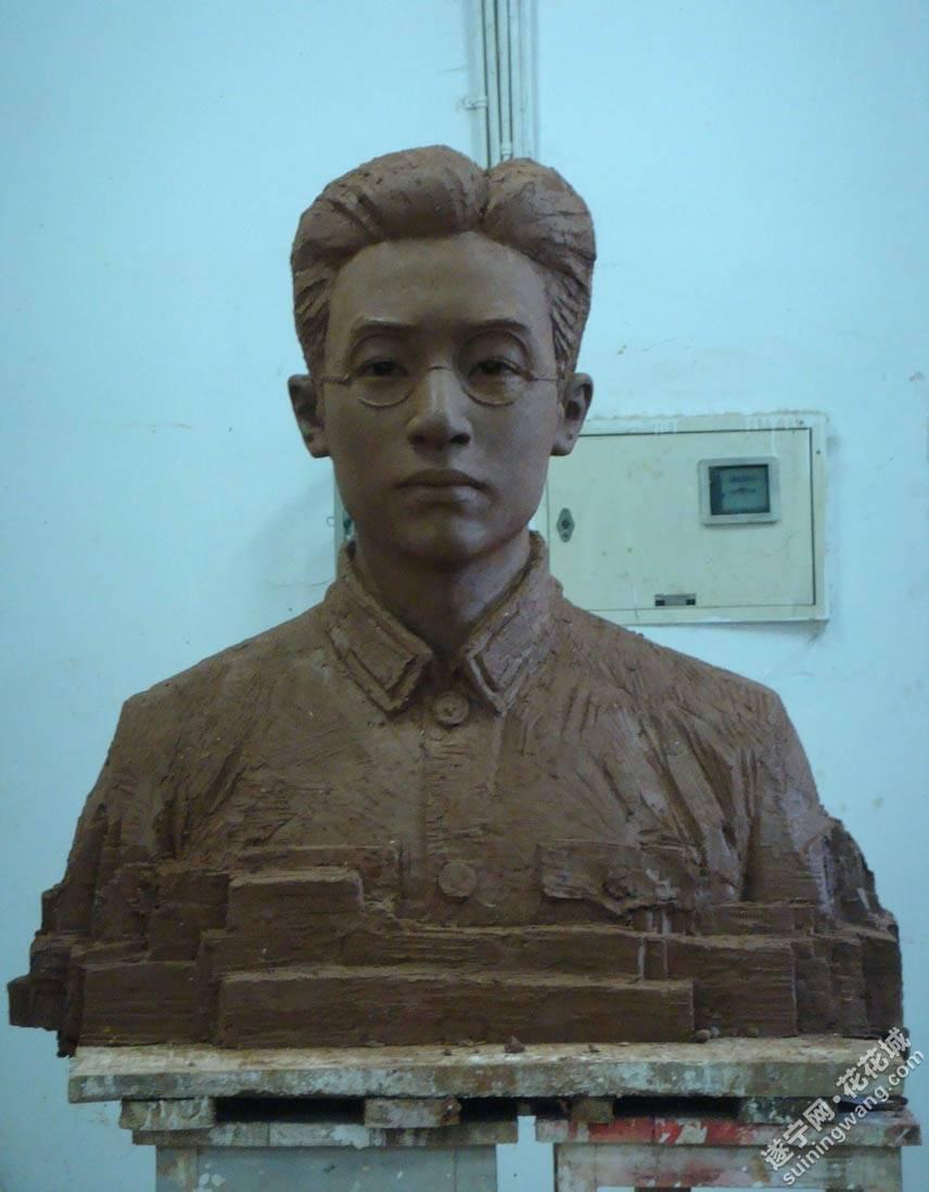 李翔梧烈士铜像.jpg