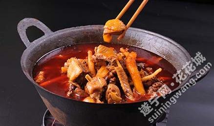 梁山鸡金椒鱼鸡杂火锅厨师.png