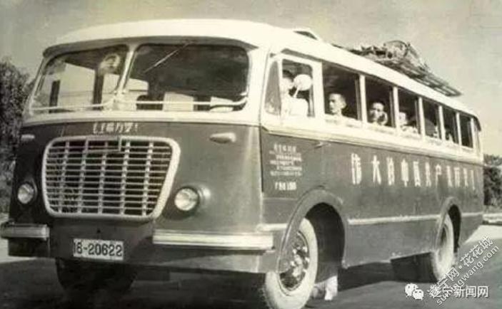 70年代的客车.png