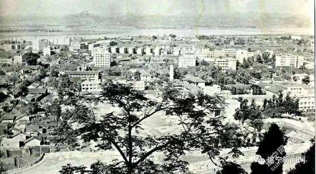 1985年遂宁城区全貌.jpg